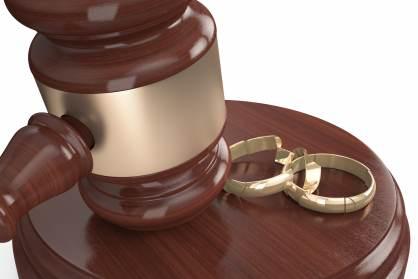 Se aprueban las bodas y divorcios ante notario.