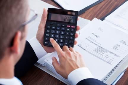 Hacienda investiga los fraudes en los alquileres pagados en dinero negro.