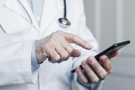Se estudia implantar que la primera consulta con el centro de salud sea telefónica y no presencial