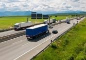 La DGT recuerda que no circular por el carril derecho cuando no se está adelantando implica una multa de 200 euros