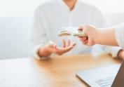 Hacienda dictamina bajar a 1.000 euros los pagos en efectivo y prohibir los softwares de doble contabilidad